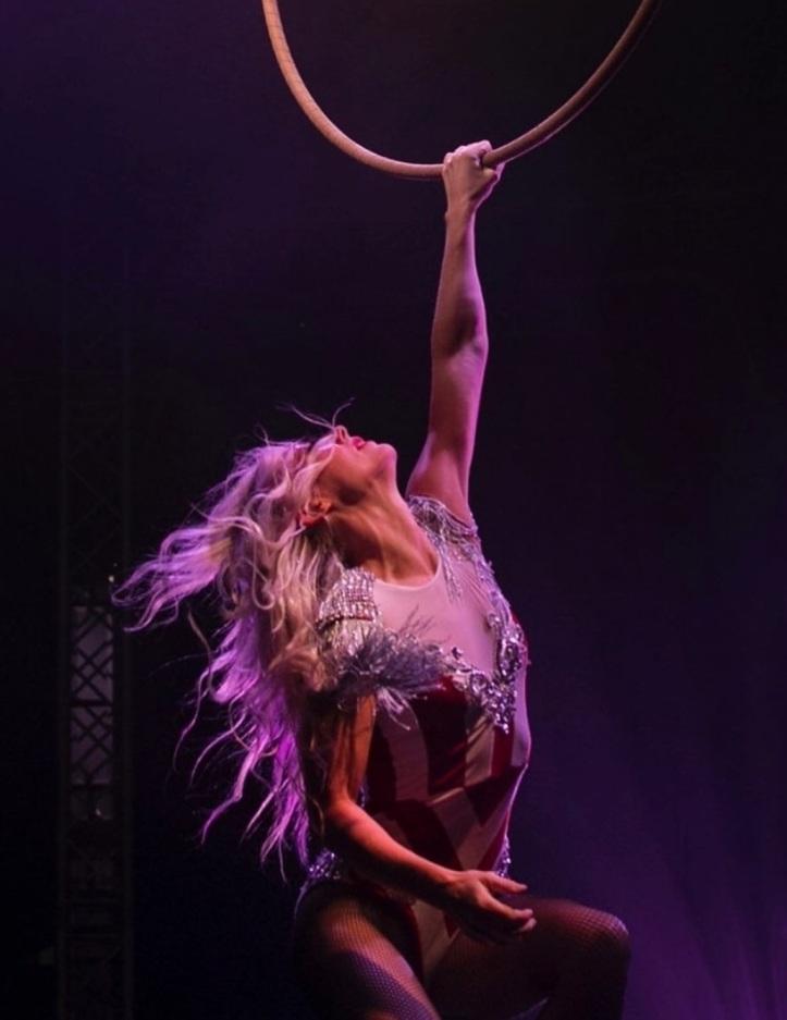 Katharine Arnold performing at Black Cat Cabaret's Bohemia
