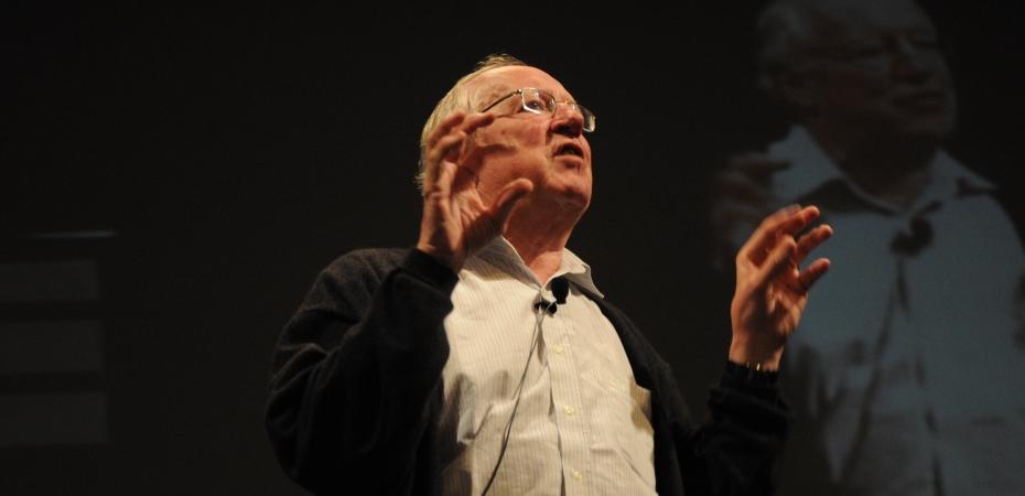 Robert Fisk giving a talk in 2010